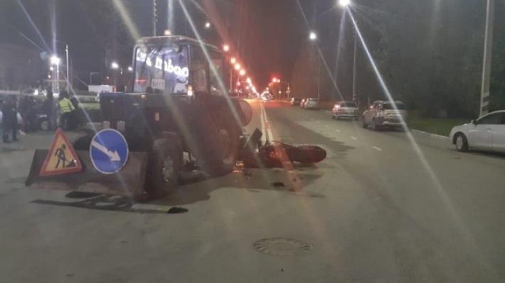 Байкер протаранил трактор: двое волгоградцев в больнице