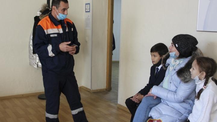 Держались за трубу и кричали: в Ярославской области мужчина спас тонущих в ледяной Волге детей