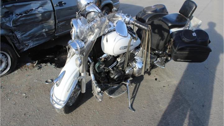В Кургане мотоцикл столкнулся в ВАЗом