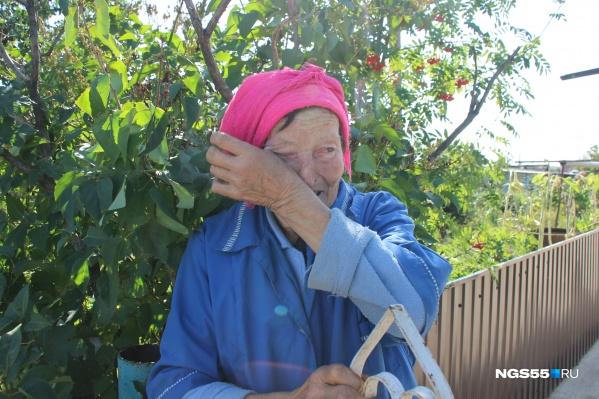 Женщина, проработавшая до пенсии на птицефабрике, очень переживает из-за произошедшего