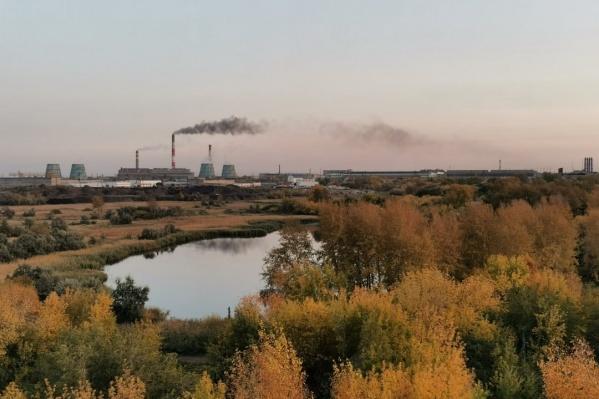 Заводы дымят так, что будь здоров, но нарушений пока никто не нашёл