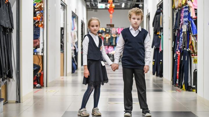 Екатеринбургские родители начали получать путинские пособия для школьников