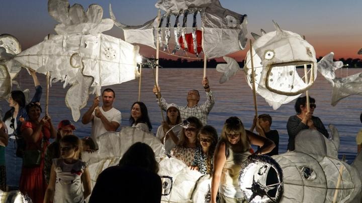 На пермской набережной пройдет парад гигантских светящихся рыб