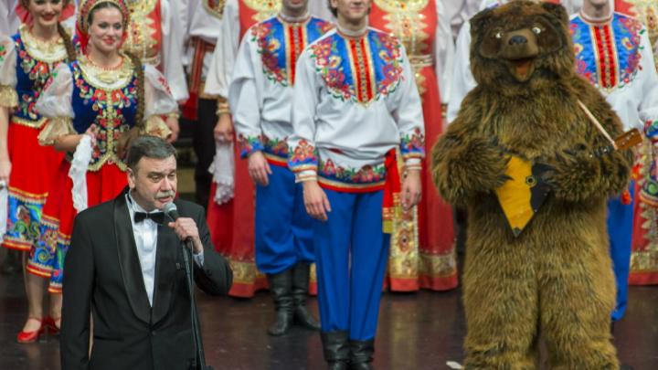 Худрук омского хора, перепевшего песню из «Ведьмака», получил награду от Путина