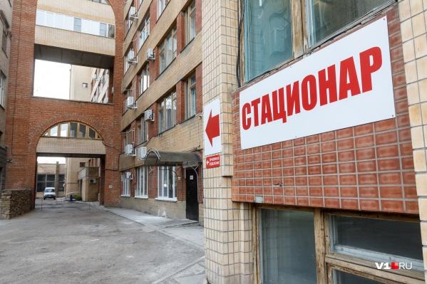 С высокой температурой и болями в груди мужчина планировал уехать в Волгоград