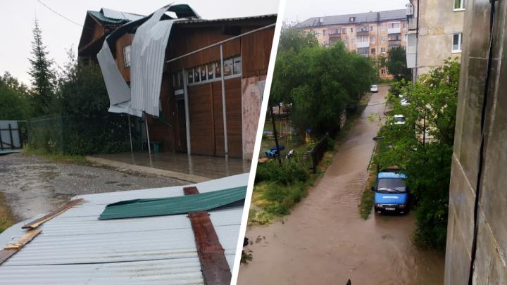 Улицы превратились в грязевые реки, а крыши снесло ветром: показываем последствия шторма в Полевском