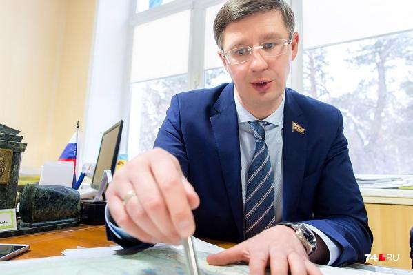 Помимо экономических проблем Александра Павлюченко преследовали и конфликты с коллективом. Сотрудники не раз писали на него жалобы