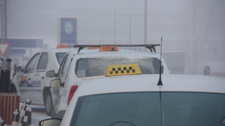 В Новосибирске таксист украл у пассажира 20тысяч рублей