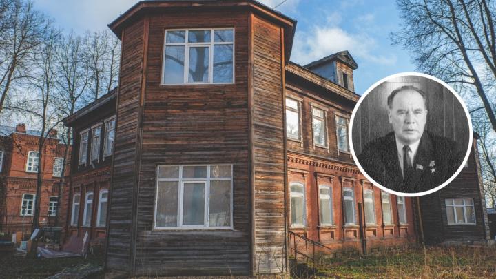 В нем жил директор Мотовилихинских заводов Виктор Лебедев. Вспоминаем историю необычного дома с башнями на КИМ