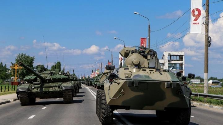 На «Искандеры» будем смотреть по ТВ: какая техника проедет по Нижне-Волжской набережной 24 июня