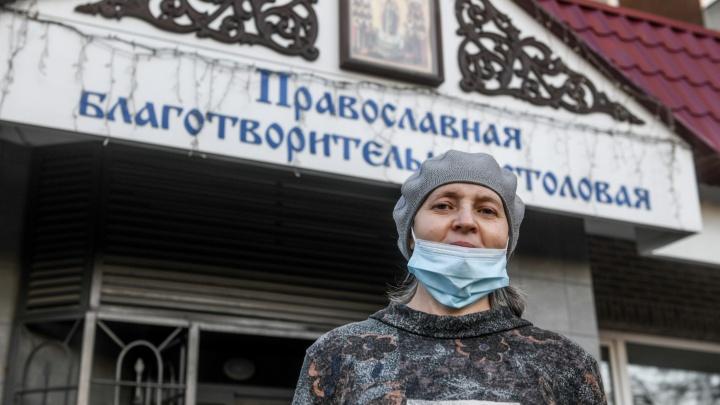 Ипотечники, жены мигрантов, медики. Почему обычные люди в коронавирусное время едят с бездомными?
