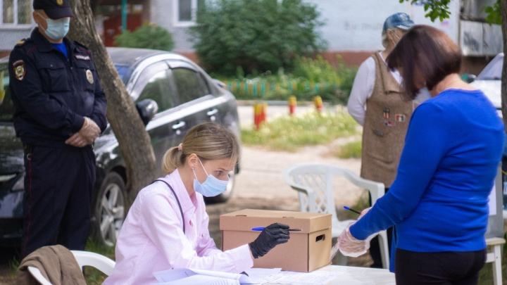 В Омской области 17 членов избиркомов заразились коронавирусной инфекцией