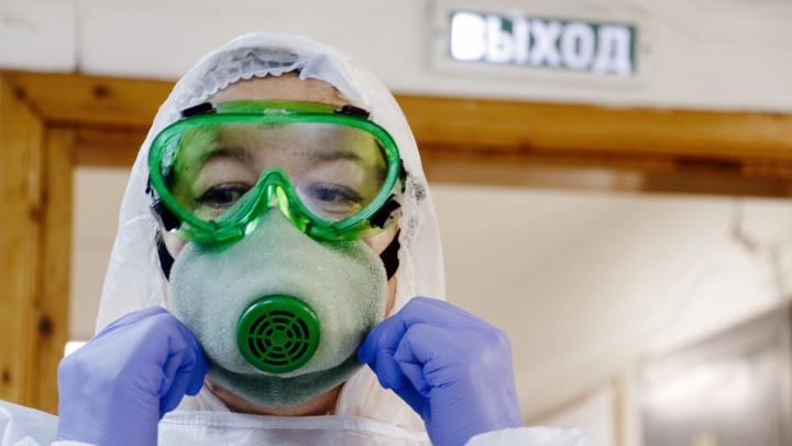 «Лицо чешется и болит, работаем в подгузниках»: тюменский врач — о трудовых буднях в период пандемии