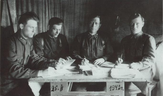 Мать-героиня, автограф на Рейхстаге и письмо в гильзе: 14 фронтовых историй со всей страны