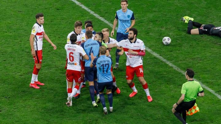 Футболистов волгоградского «Ротора» на три дня отправили под домашний «арест»