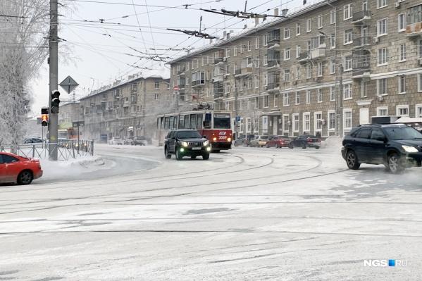 Пересечение проспекта Дзержинского и улицы Волочаевской