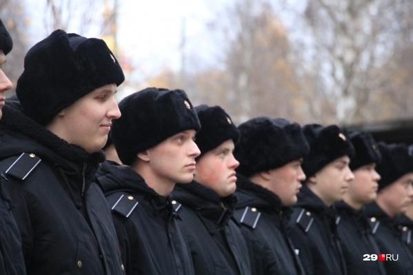 Из 3124 северян отправлены в войска 1130 человек — это 36% от всех призывников весны 2020 года. 100 человек из них будут служить в Нацгвардии, а еще 10 попали в Президентский полк ФСО
