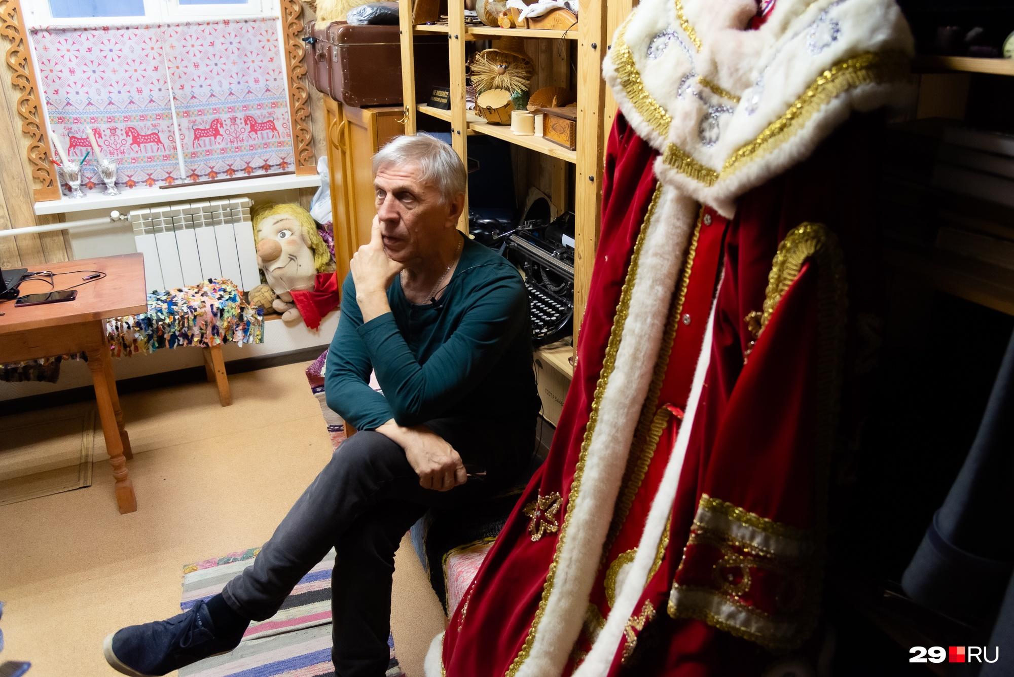 «Дедморозить» наш герой начал в 1979 году — тогда он был молодым танцовщиком Северного русского народного хора<br>