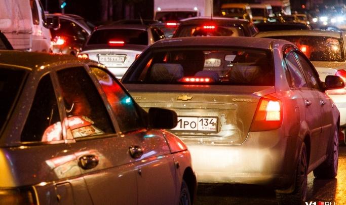 «Какая тут самоизоляция»?: волгоградские водители вспомнили, что такое пробки на дорогах