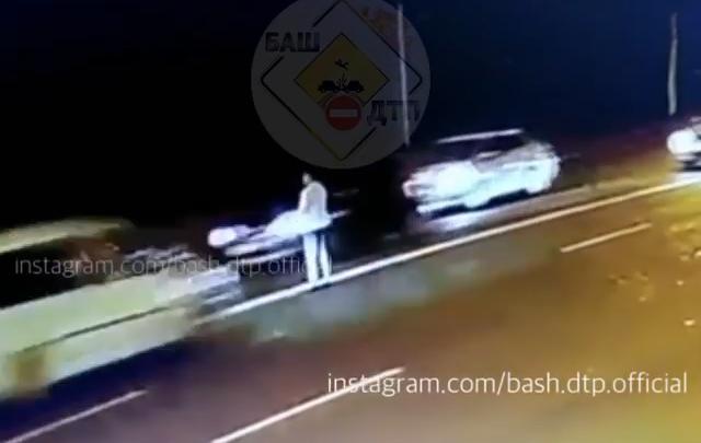 В Уфе на Айской сбили пешехода, момент аварии попал на видео