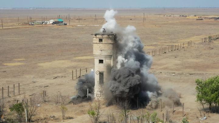 Разнесли на мелкие кусочки: под Волгоградом взорвали водонапорную башню