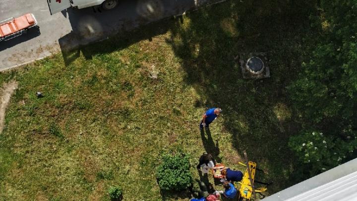 Из окна четвертого этажа выпала 37-летняя тоболячка