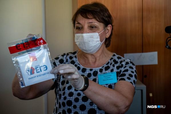 Во время пандемии коронавируса организаторы ЕГЭ обязаны быть в масках и перчатках