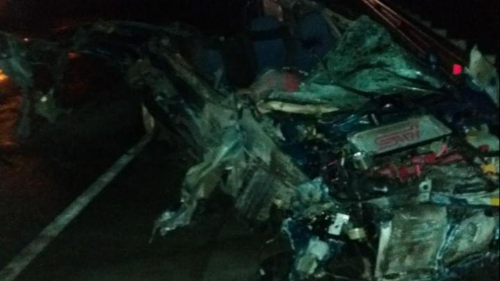 Subaru Impreza столкнулся с грузовиком Hino Ranger — пассажир Subaru погиб, водителя увезли в больницу