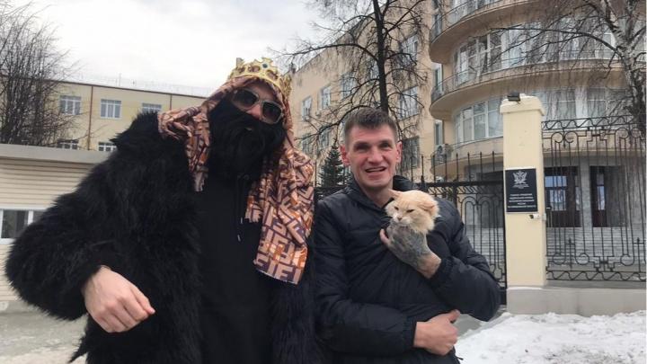 Известный российский блогер снял в Екатеринбурге фильм про кота-зэка