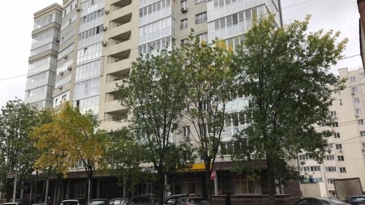 «Настоящий бардак»: уфимец пожаловался на припаркованный в центре города транспорт