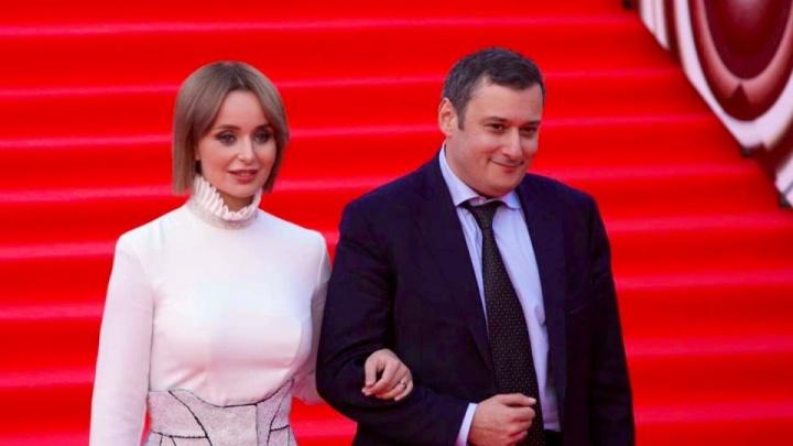 Живые попугаи и сундук «золота»: как сыновья депутата Госдумы Хинштейна отметили день рождения