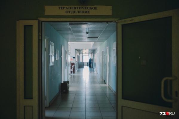 В местных государственных медучреждениях вы не увидите очередей: там строго соблюдается карантин, введенный 18 марта. С этого дня отменены все профилактические мероприятия (диспансеризация, осмотр детей до 1 года и так далее). Отложили и плановые госпитализации