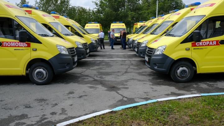 Южноуральским больницам передали новые скорые, реанимобили, передвижные ФАПы и рентгены