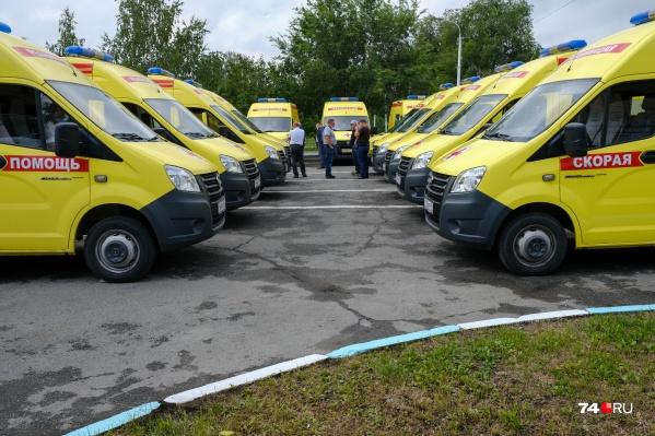 Сегодня на парковке челябинской областной больницы выставили 52 автомобиля