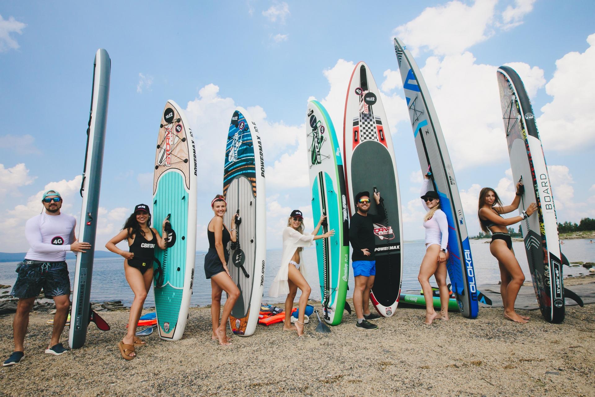 В команде серферов — специалисты по финансам, SMM, красоте, свадьбам, стоматологии и инструкторы по сапбордингу