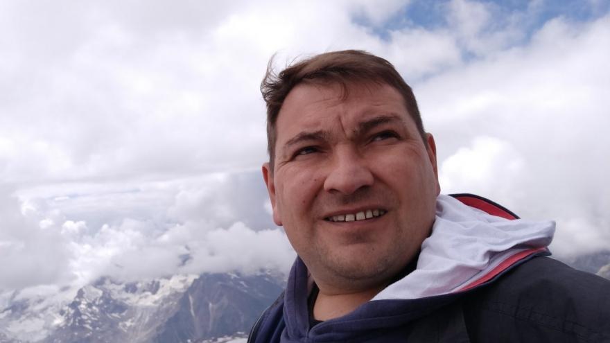 «Горы — это детская мечта»: челябинец установил мировой рекорд по стоянию на гвоздях на Эльбрусе