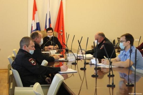 Администрация собрала за столом перевозчиков с представителями ГИБДД