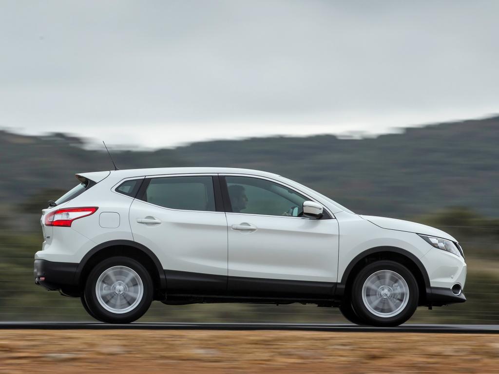 У Nissan — чехарда: например, Murano имеет левый лючок, а популярный в Европе Qashqai — правый