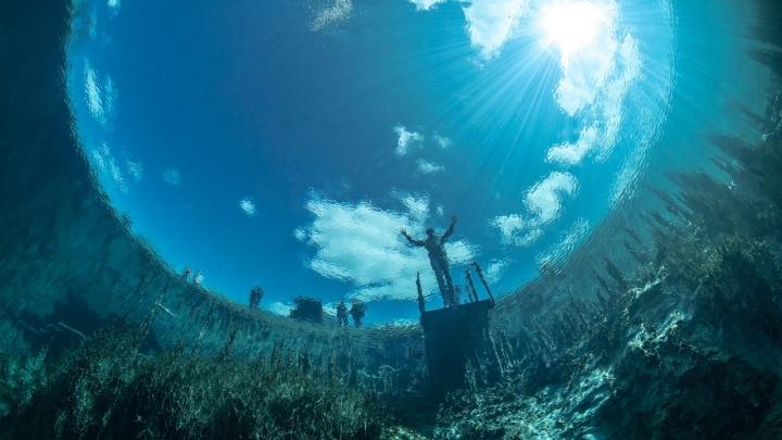Манящая бездна: самарский дайвер показал умопомрачительные виды из недр Голубого озера