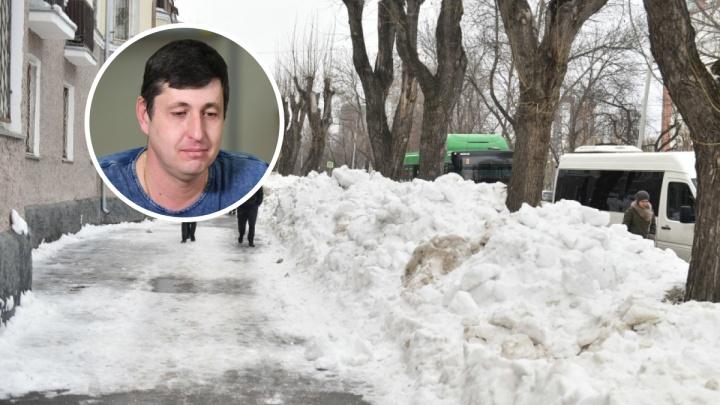 «Следующую зиму всё будет так же»: бывший квартальныйОрджоникидзевского района — о неубранном снеге