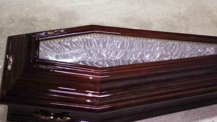 Из-за коронавируса в Екатеринбурге вырос спрос на гробы со стеклянной крышкой