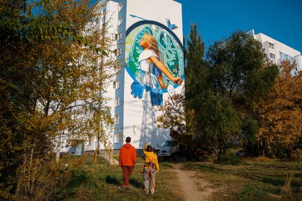 Рисунок можно увидеть на Ново-Садовой