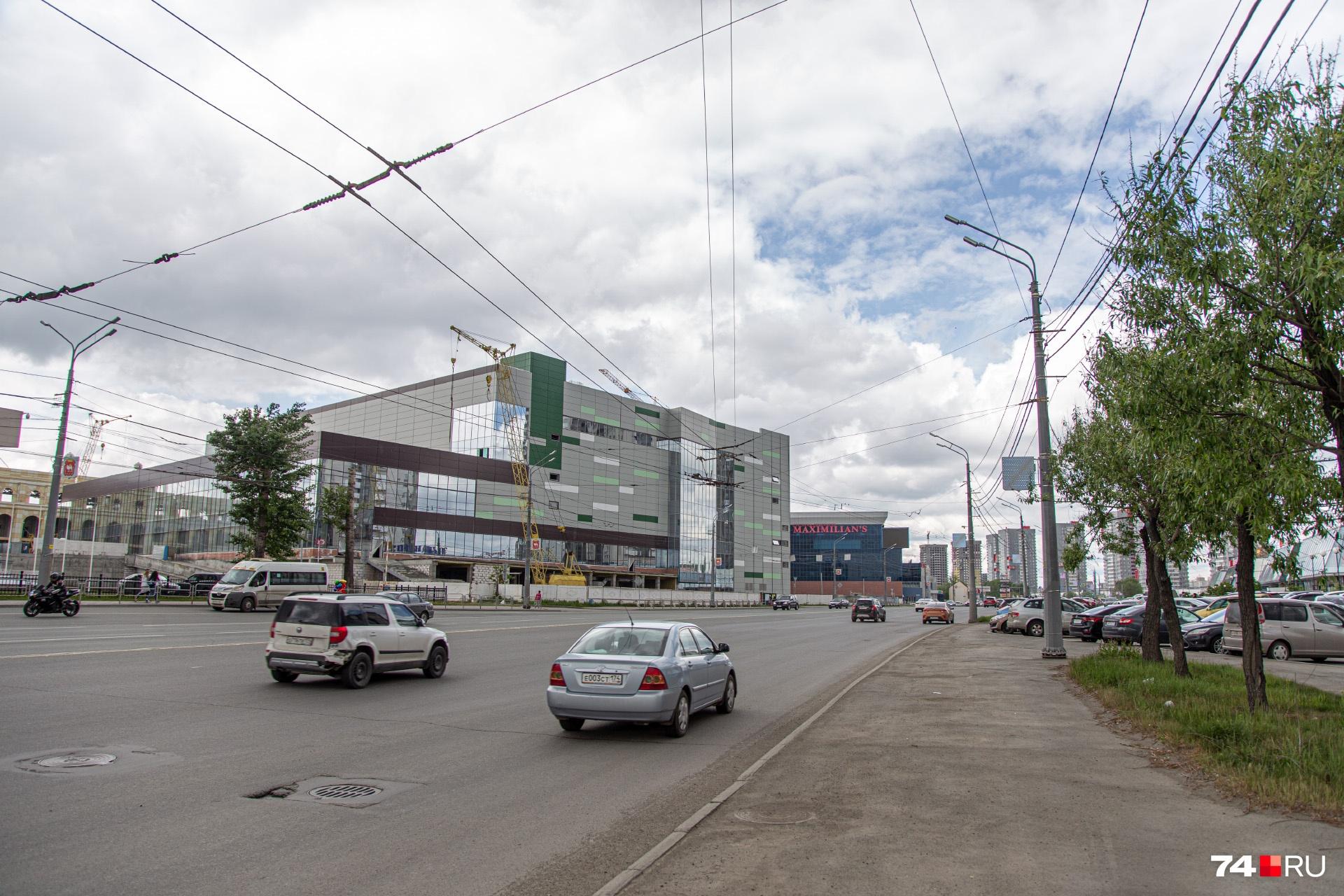 По факту с улицы Труда от стадиона виден лишь маленький кусочек