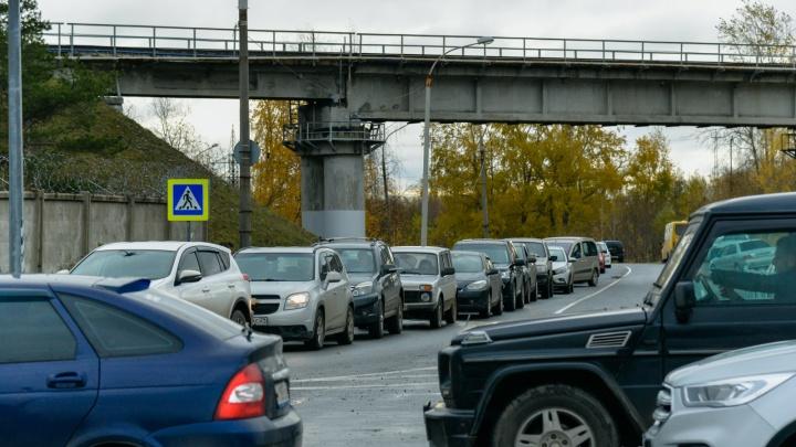 Движение возобновили: почему Северодвинский мост открыли с опозданием и где собрались пробки