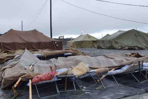 Не все палатки пережили порывы ветра