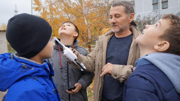 СУЭК поможет подросткам из Шарыпово освоить управление квадрокоптерами