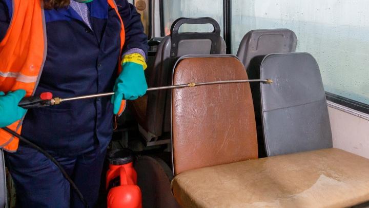 В автобусах Волжского установили дозаторы с антисептиком