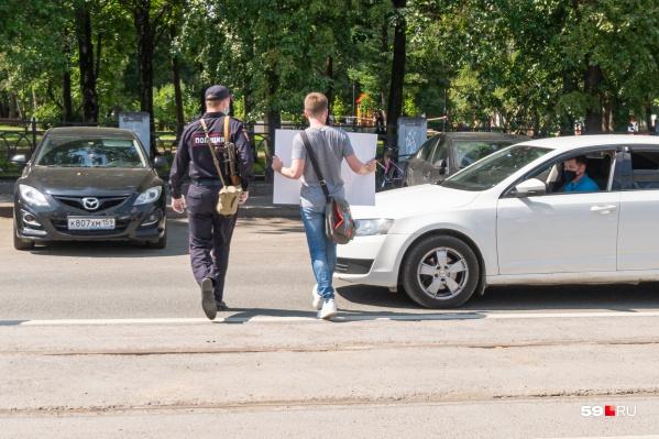 Михаила посадили в машину без каких-либо опознавательных знаков