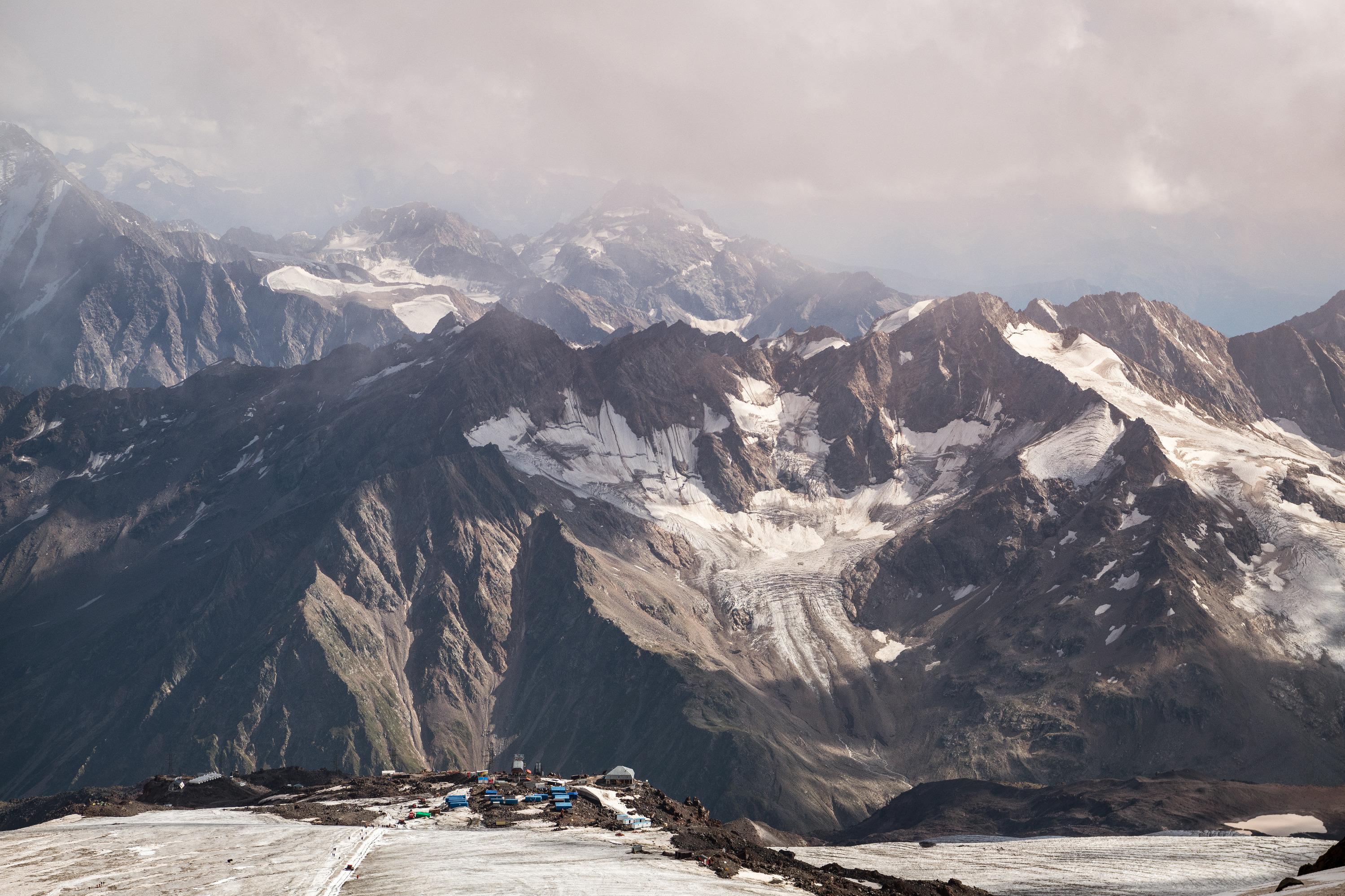 Летние пейзажи постепенно сменялись видами снежных вершин
