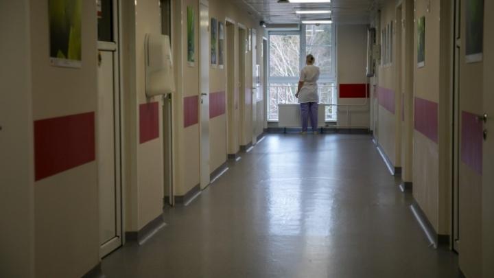 В случае нарастания числа заболевших COVID-19 губернатор не исключил, что их будут лечить на дому